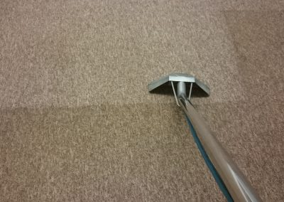 Carpet cleaning tool removing dirt and soil form a carpet